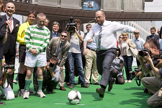 30 May 2012 - Brussels (Belgium) - President of the European Parliament Martin Schulz kicks a penalty to officialy inaugurate the President Cup, the first football championship of the European Parliament, organized by the EPP group. At left, Irish MEP Sean Kelly. © BERNAL REVERT